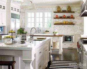 A pop of black and white in this rustic kitchen adds a touch of modern appeal. Photo via south shore decorating blog