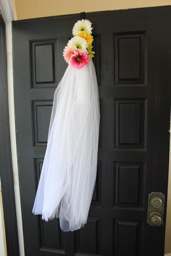 bridal-shower-front-door-deco