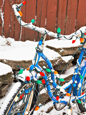christmas-lights-on-bicycle-from-bhg