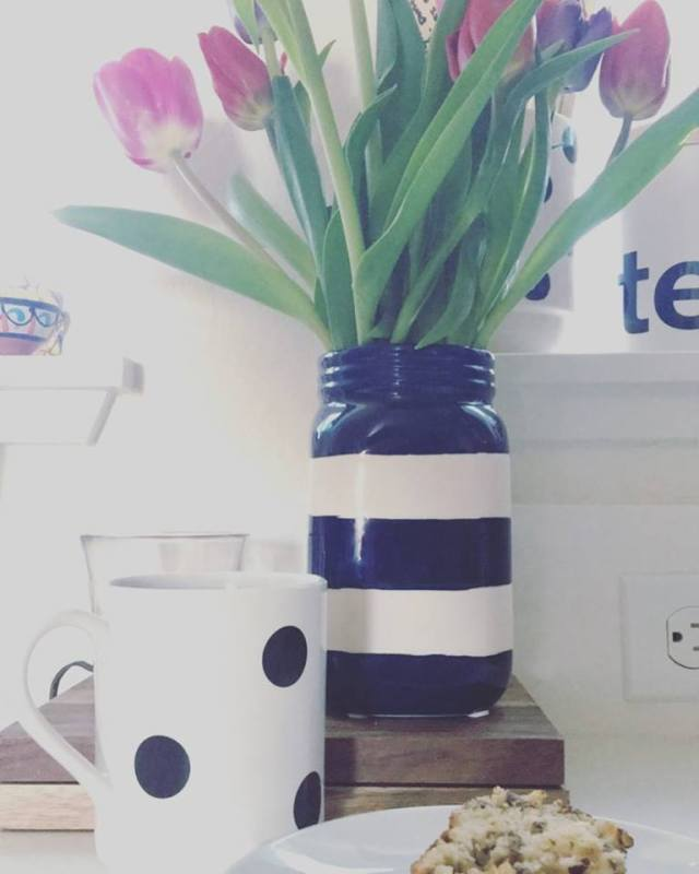 jenna-pic-of-striped-vase-and-polka-dot-mug