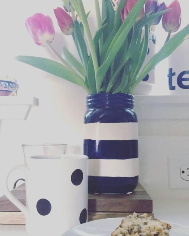 jenna-pic-of-striped-vase-and-polka-dot-mug