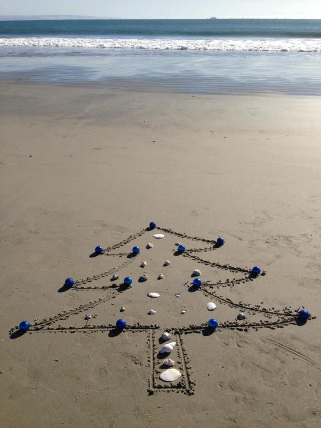 christmas-tree-drawn-in-sand-from-renee-collier-facebook-page