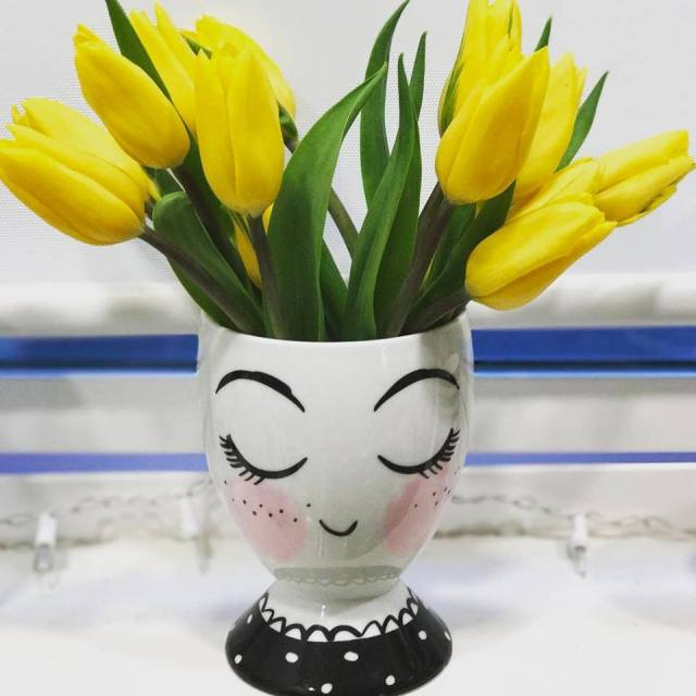 face vase with tulips